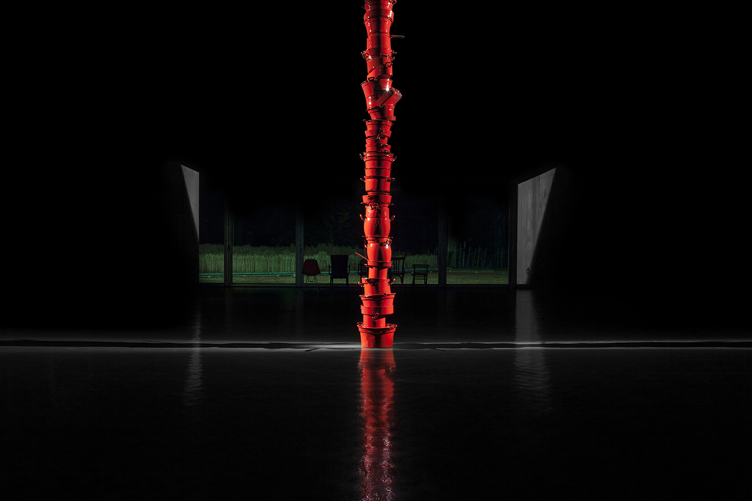 COLONNA-Ø VARIABLE DIAMETER – HEIGHT 3.65 M – POTS, PANS, RED ENAMEL-©2019 – edition of 1-(courtesy Antonello Colonna collection)